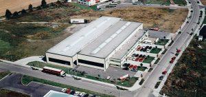 Siedziba Schrag Krostitz producent kształtowników zimnogiętych, profili Z, profili C, konstrukcji fotowoltaicznych, profili kontenerowych, elewacji, obróbek blacharskich.