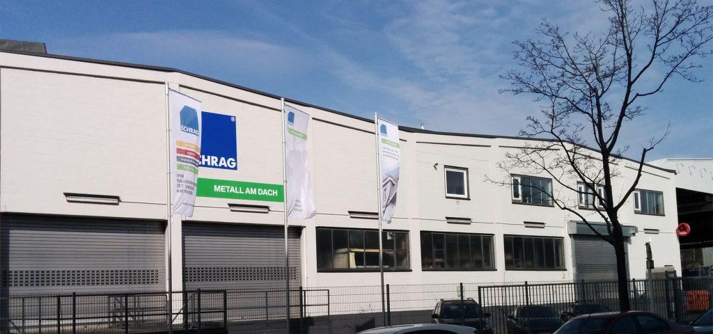 Schrag oddział w Berlinie. Sprzedaż pokryć dachowych, obróbek blacharskich, elewacji, kształtowników zimnogiętych.