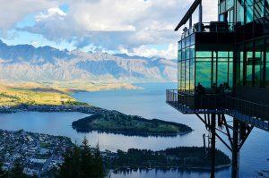 Widok na jezioro w górach, konstrukcja z kształtowników zimnogiętych - Schrag Polska.