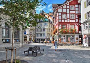 Widok miasta w Szwajcarii. Znajduje się tutaj oddział firmy Schrag produkującej kształtowniki zimnogięte, profile Z, profile C, obróbki blacharskie, elewacje, konstrukcje fotowoltaiczne.